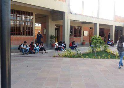 alumnos-en-el-patio